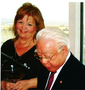 Barbara Yeninas receiving CII's Lifetime Achievement Award in 2008 from Capt. S.Y. Kuo